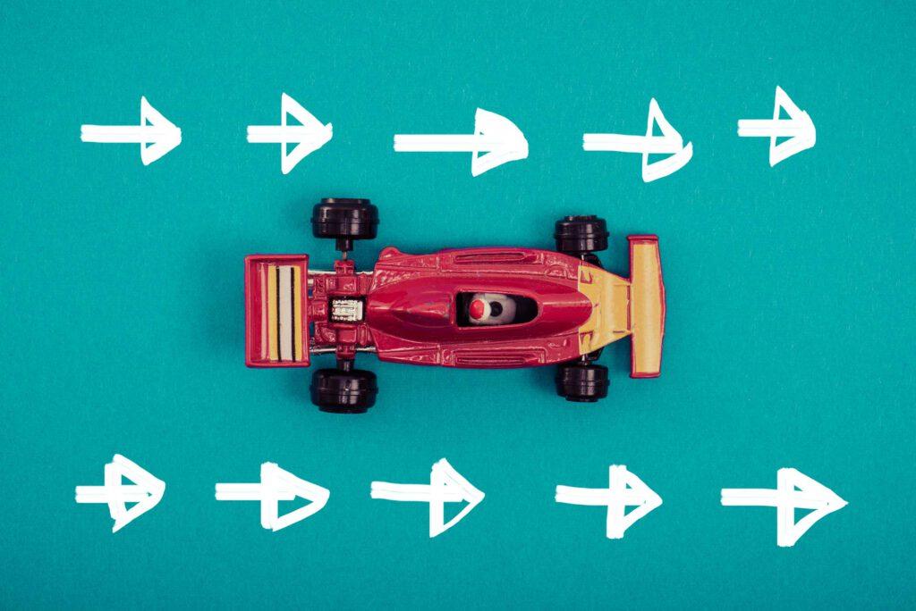 Spielzeug-Flitzer schneller-besser-weiter